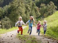 Kinder geniesen den großen Freiraum