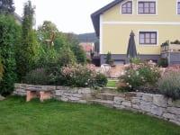 Weinpension Andrea / Rückseite - Trennung Garten-Nutzgarten