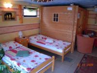 Energiereiches Doppelzimmer mit Gartenansicht