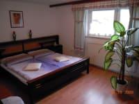 Gediegenes Doppelzimmer mit Gartenansicht