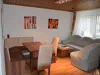 Wohnzimmer mit SAT-TV, W-Lan und Bibliothek