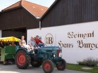 Heuriger und Gästezimmer Weingut Burger - Traktorfahrten