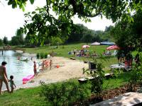 Der Badeteich mit Spielplatz