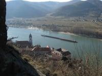 Ausblick von Ruine Dürnstein über die Donau zum anderen Donauufer