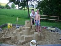 Sandburg bauen ist lustig!