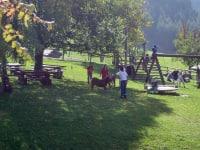 Forellenhof  Spielplatz mit Streicheltiegehege