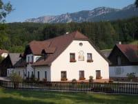 Familie Stoier - Hof mit Blick auf die Rax