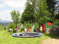 trampolin spielplatz