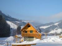 Spielhaus in der Winterlandschaft