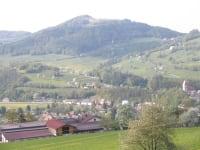 Blick uebern Hof nach Kirchberg
