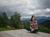 Relaxen auf der Naturholztribüne