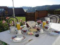 Ihr Frühstück auf der Terrasse vor unserem Haus