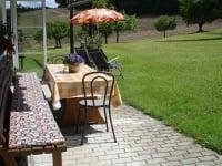 Im Garten ist für Raucher ein nettes Plätzchen