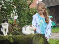 Johanna mit Katzen