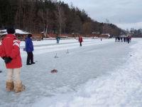 Eisstock schießen am Holzöstersee
