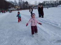 auch die kleinen haben Spaß auf dem Eis