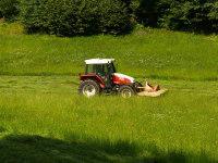 Mäharbeiten mit unserem Traktor