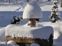 Brunnen mit Schneehaube