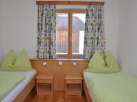Schlafzimmer mit 2 Einzelbetten - Ferienwohnung Rading