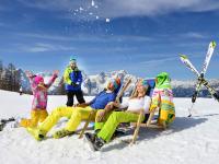 Familien Spaß im Schnee.