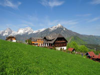 unser Almgasthof mit herrlichem Bergpanorama