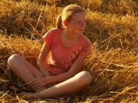Kind auf Feld