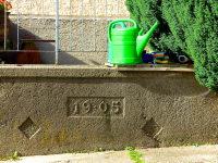 Granitbrunnen im Innenhof