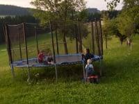 Trampolin am Bauernhof Lang