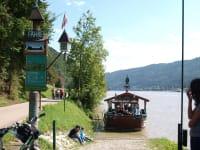 Mit der Fähre über die Donau nach Engelhartszell
