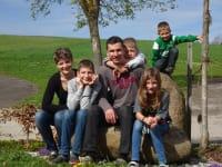 Renate und Christian Kainberger mit ihren Kindern Lukas, Eva, Simon und Jakob