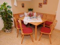 gemütliche Sitzecke in der Küche der Ferienwohnung Schwalbennest