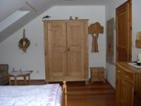 Romantikzimmer mit dem alten Bauernkasten