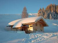 Im Winter liegt die Hütte direkt an der Skipiste