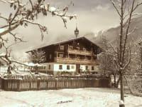 Der Zittrauerhof im ersten Winterkleid