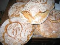 frisch gebackenes Bauernbrot