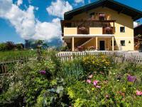Bauerngarten mit Bauernhaus