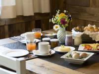 Almfrühstück in der Bauernstube