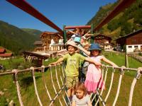 Spielplatz mit Hängebrücke