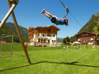 Fußballplatz + Seilbahn