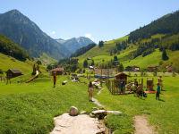 Spielplatz mit Blick auf die Hohen Tauern ( Richtung Talschluss )