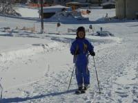 Ein Skifahrer kommt heim