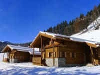 Außenansicht der Kuschelhütten im Winter