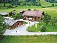 Der Ferienbauernhof Arnoldgut (mit eigener Privatstraße)