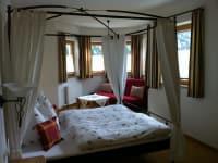 Turmschlafzimmer Rose