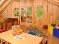 Spielzimmer mit Kletterwand, Tischtennis, Bällebad, Tischfußball, ...