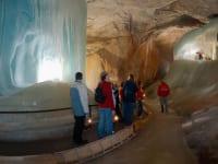 Ein Besuch in der größten Eishöhle der Erde lohnt sich immer - in 8km Entfernung