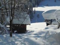 Getreidekasten tief verschneit