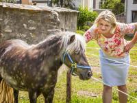 Elisabeth mit Pony Sabrina