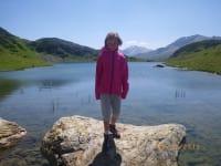 Paula im Hintergrund der Oberhüttensee