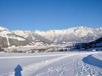 Winterwandern vor dem Haus